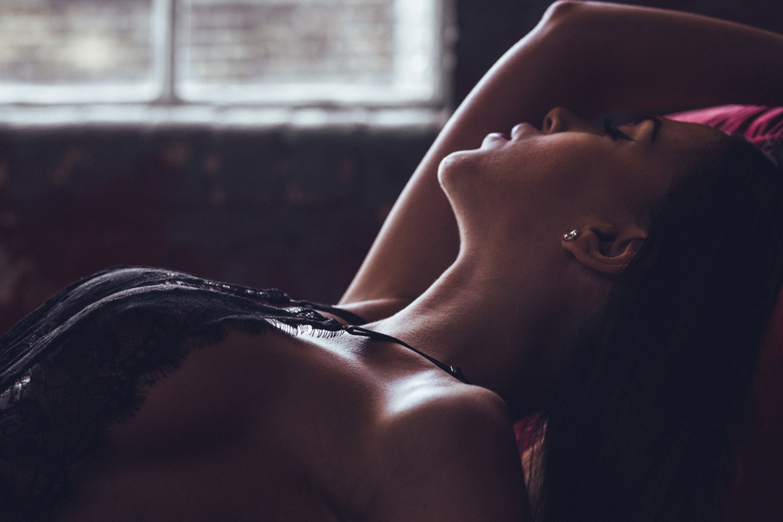 Моя девушка хочет секса имитирует